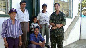 Reunião com lideranças de guerrilheiros desmobilizados para mediação de conflitos - Guatemala -1999